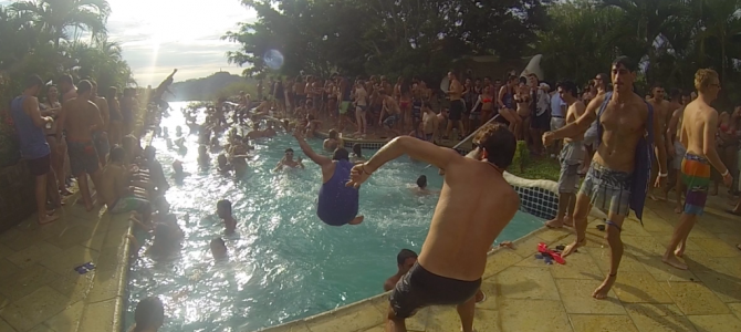 SUNDAY FUNDAY  Wild Pool Party バックパッカー定番のパーティーへ